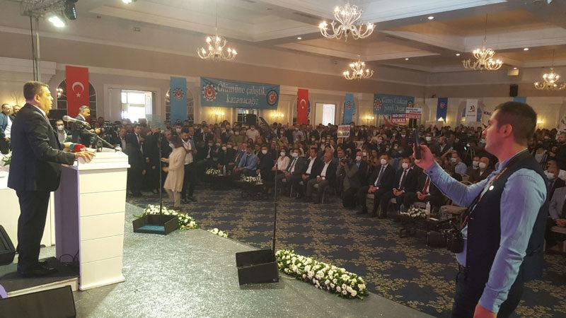 Kadın eli değdi! Bursa'da 'düğün' gibi kongre