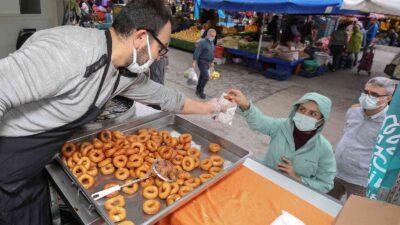 Nilüfer'de Mevlit Kandili'nde vatandaşlara lokma ikramı