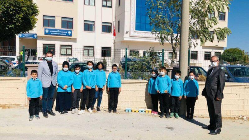 Bursa'da öğrencilerden can dostlarına mama ve su