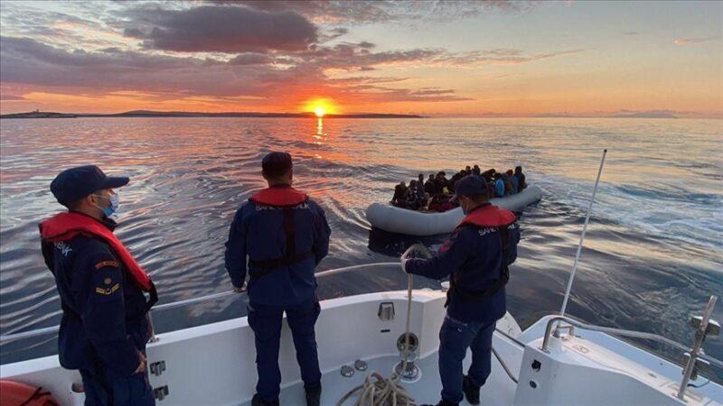 İzmir açıklarında 67 düzensiz göçmen kurtarıldı