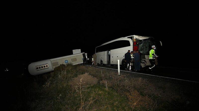 Öğrencileri taşıyan otobüsler kazaya karıştı: 44 yaralı