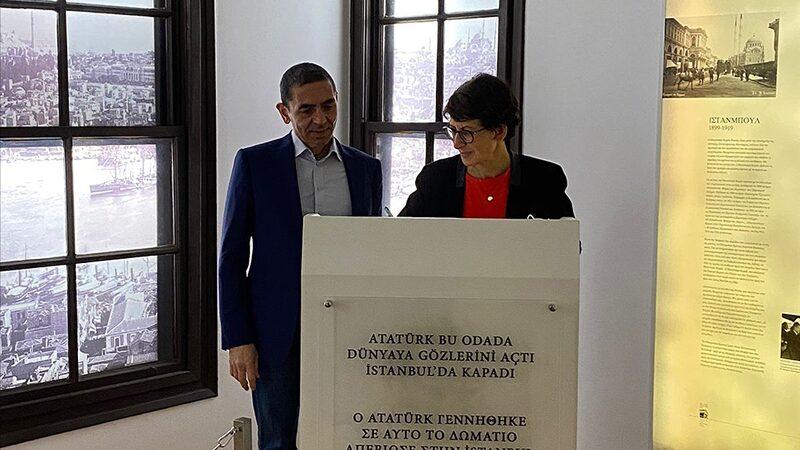 Özlem Türeci ve Uğur Şahin'den Selanik'te Atatürk Evi'ne ziyaret